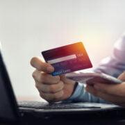 Płatności firmowe z konta prywatnego – czy to możliwe?